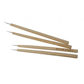 Крючок постижерный с деревянной ручкой Atelier Bassi